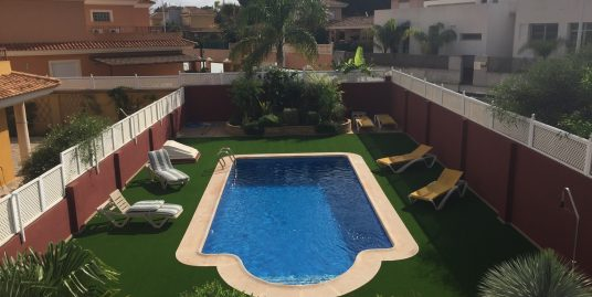 Detached Villa with private pool in Playa Honda