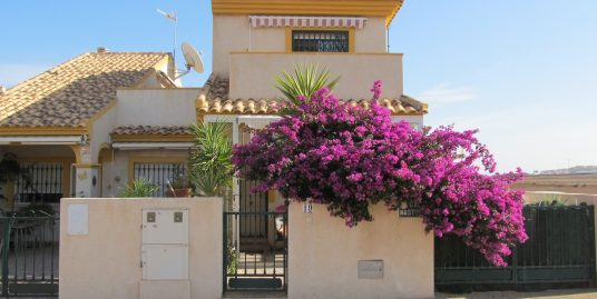 Four bedroom semi detached house in Playa Paraíso