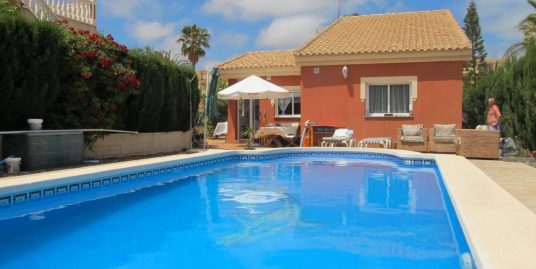 Four bedroom independent villa with pool in Playa Honda