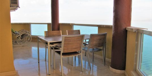 Front line apartment with beautiful sea views in Playa Principe