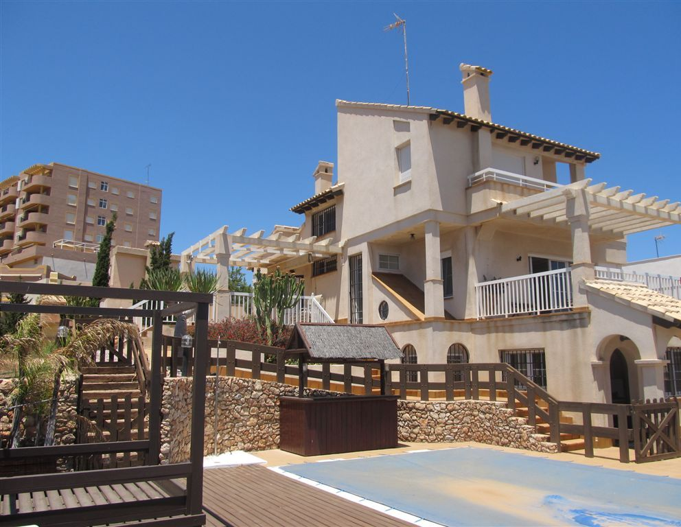 Large Villa with stunning views, double garage and private pool