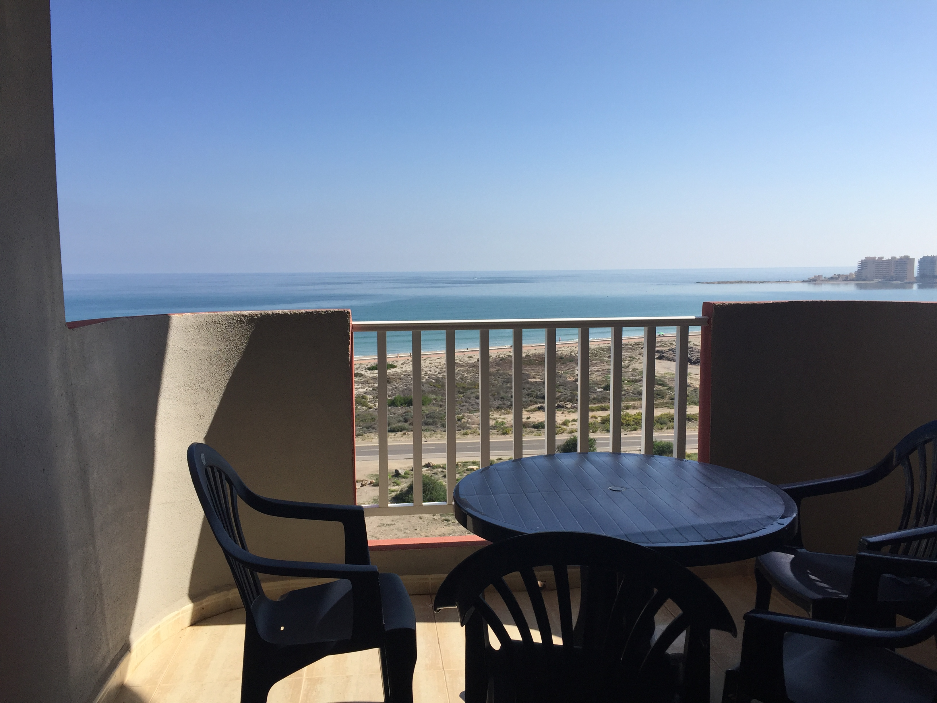 One-bedroom apartment with lovely sea views!