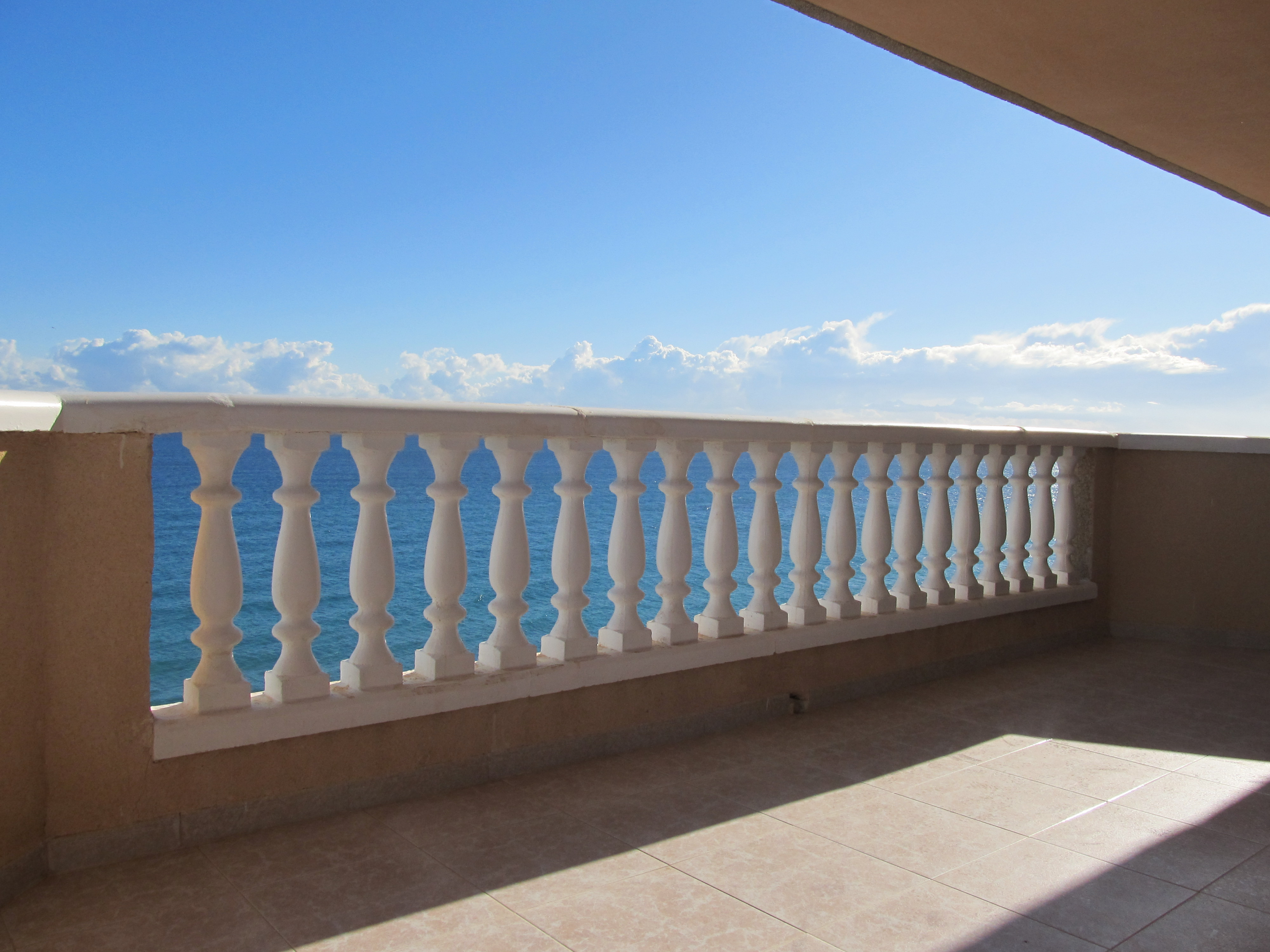 Ample apartment, frontline to the Mediterranean