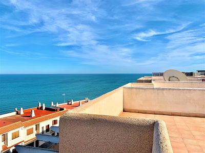 Apartment in Monteblanco with sea views