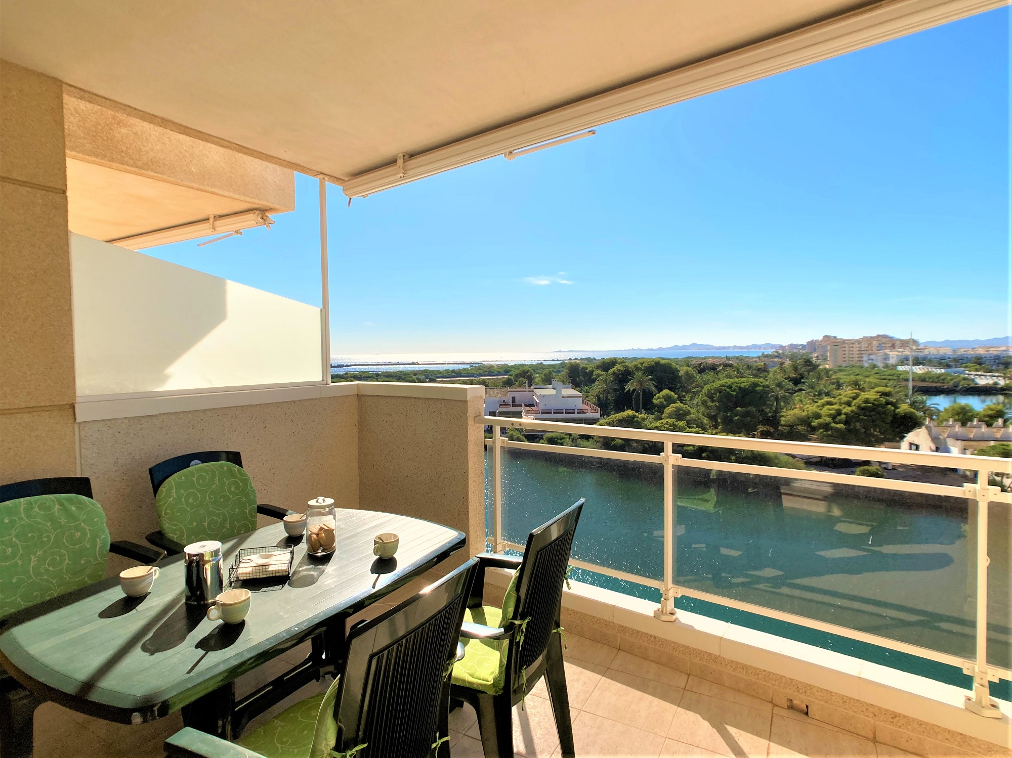 Two bedrooms with views over the Estacio Canal and the Marina