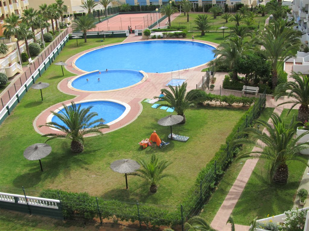 Two bedrooms in Tomás Maestre with communal pool and tennis court